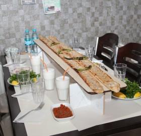 En Güzel Etliekmek Börek Yapan Restoran